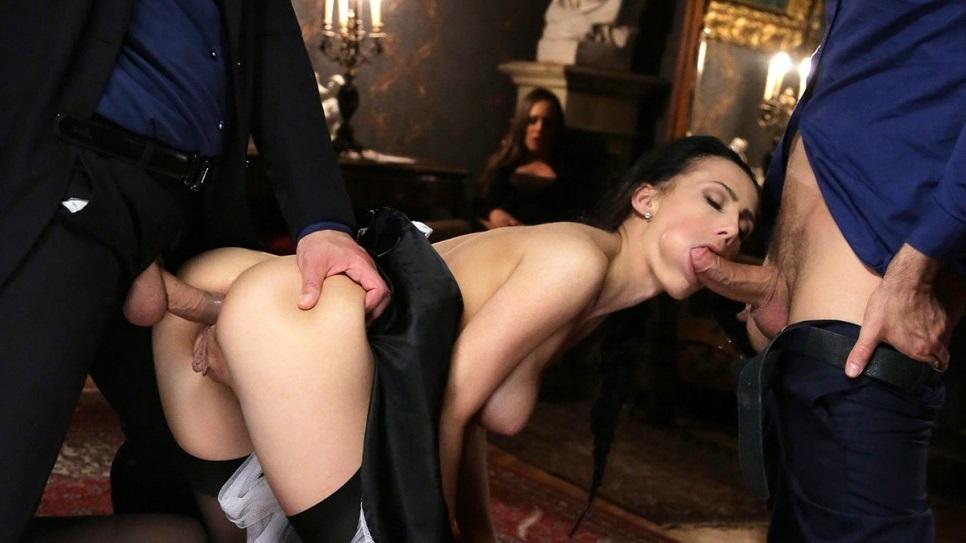 Порно С Горничной И Два Члена