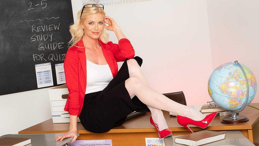 Студентка И Учительница В Первый Раз Пробуют Лесбийский Секс
