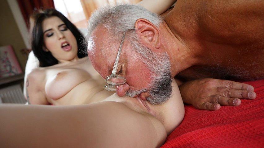 Порно Со Стариком В Машине